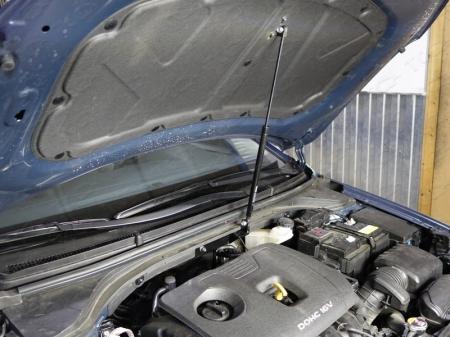 Hyundai Elantra 2016-Упор капота