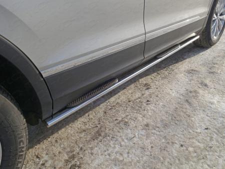 Volkswagen Tiguan 2017-Пороги овальные с накладкой 75х42 мм