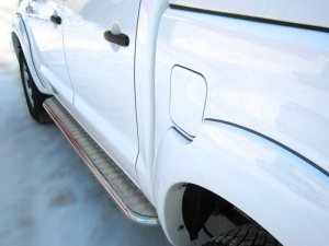 Toyota Hilux пороги труба d 42 с листом TLT-000009