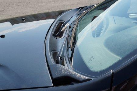 Накладка в проем стеклоочистителей (жабо) Nissan Terrano